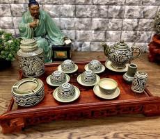 Bộ trà Bát Tràng khắc nổi hoa phù dung men rong